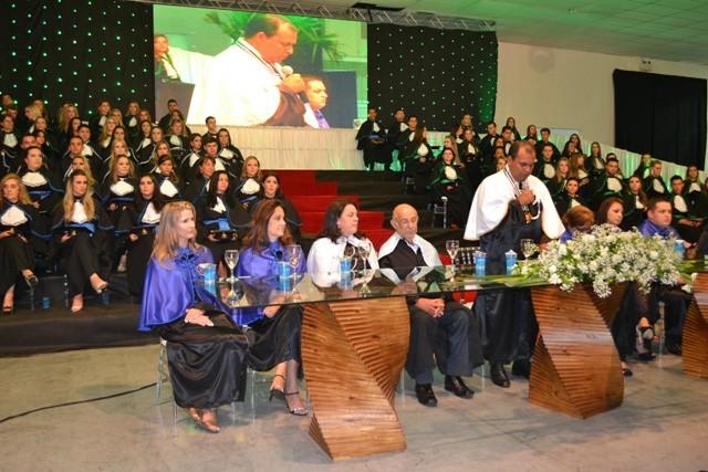 Faculdade Guairacá realiza cerimônia de Colação de Grau de cinco cursos