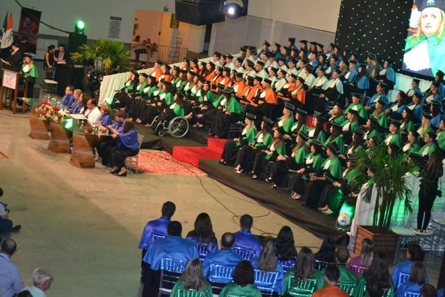 Faculdade Guairacá forma onze turmas nos dois dias de Colação de Grau