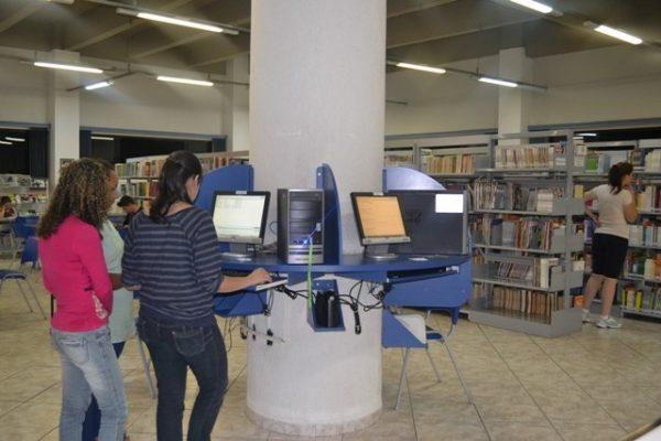 Biblioteca da Faculdade Guairacá passa por modernização no sistema