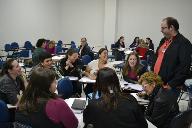 Educadores do município participam de oficinas de formação na Guairacá