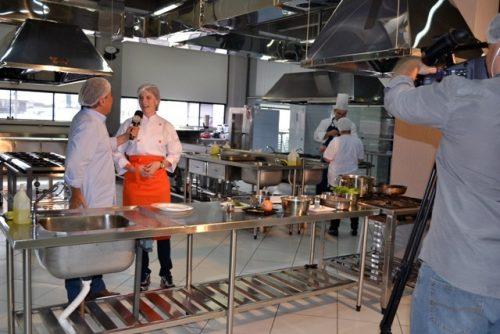 Professores da Guairacá concedem entrevista para Rede Massa, do SBT