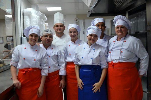 Gastronomia da Guairacá prepara jantar para atletas do Duathlon