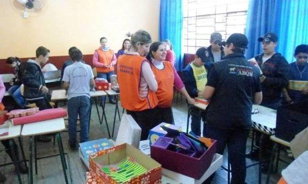 Acadêmicas desenvolvem projeto de apoio pedagógico em colégio