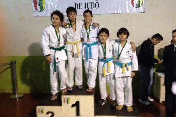 Judocas conquistam medalhas no Campeonato Paranaense