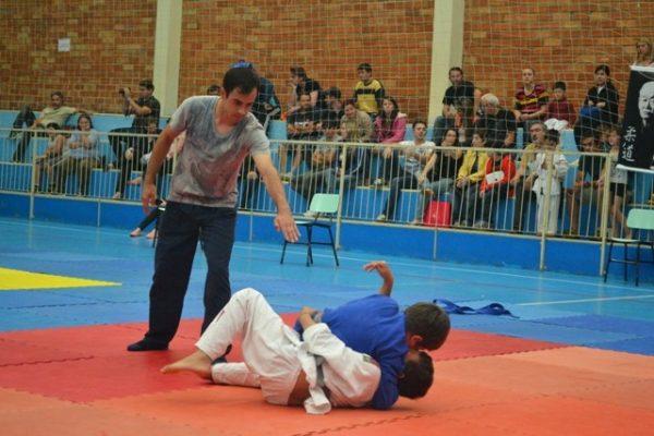 Judocas representam Faculdade Guairacá em Campeonato Paranaense