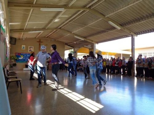 Educação Física promove festival de dança em colégio estadual