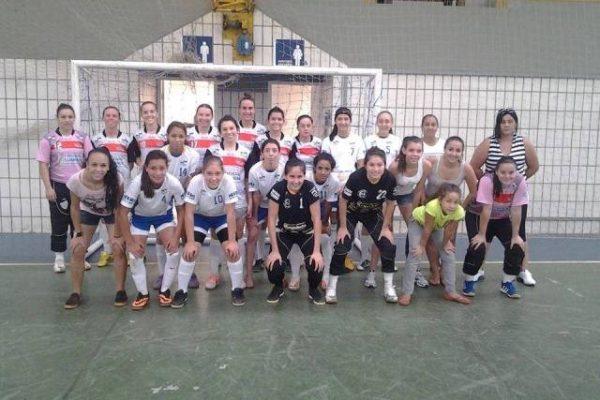 Futsal feminino da Guairacá participa de amistosos no final de semana