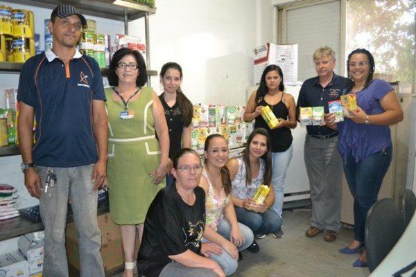 Trote solidário de Pedagogia arrecada 150 litros de leite