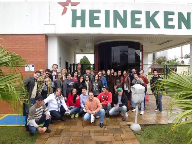 Acadêmicos da Guairacá realizam visita técnica à Heineken