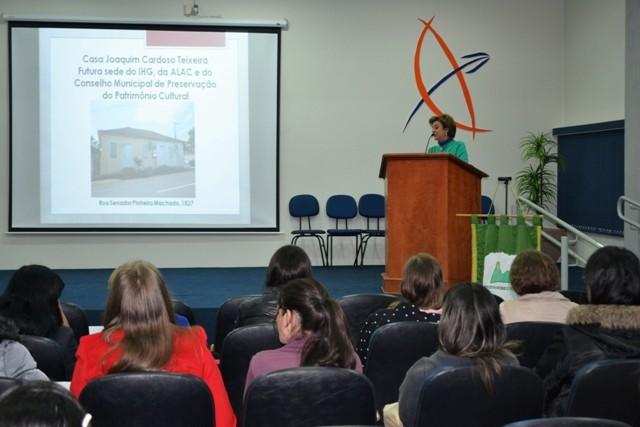 Presidente do Instituto Histórico de Guarapuava palestra na Guairacá