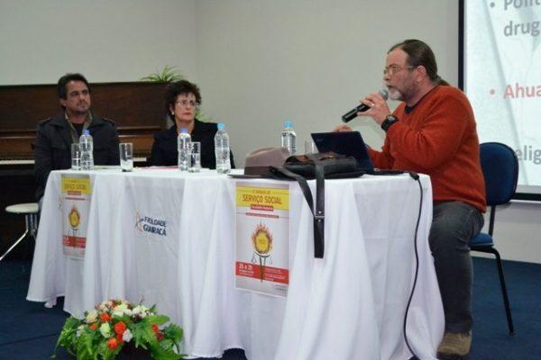 Mesa redonda aborda as áreas de intervenção do serviço social