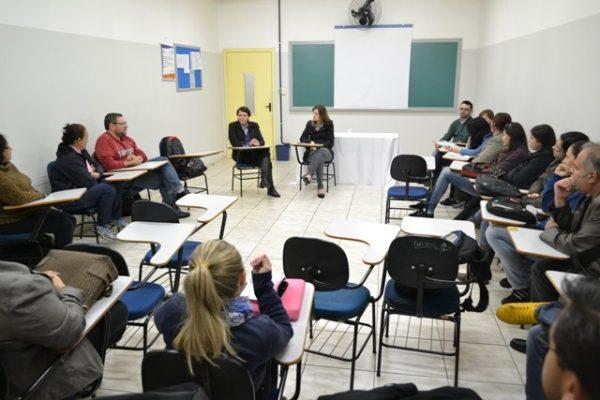 Projeto de Serviço Social discute formação e atuação profissional