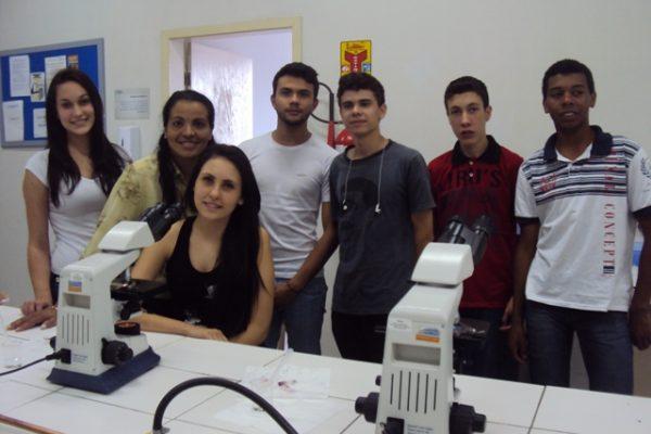 Alunos da Escola Estadual de Segredo participam de aulas práticas na Guairacá