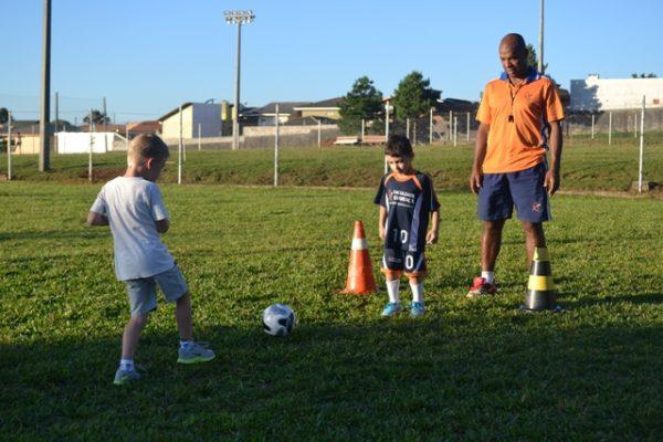 Escola de Futebol/Futsal participa de amistosos nesse final de semana