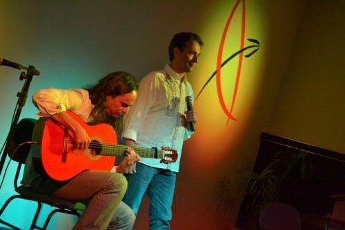 David Tavares encanta plateia em apresentação na Guairacá