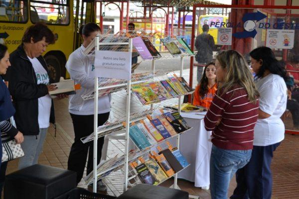 Projeto da Guairacá incentiva leitura com distribuição de livros grátis