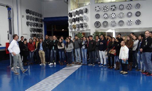 Acadêmicos de Administração fazem visita técnica