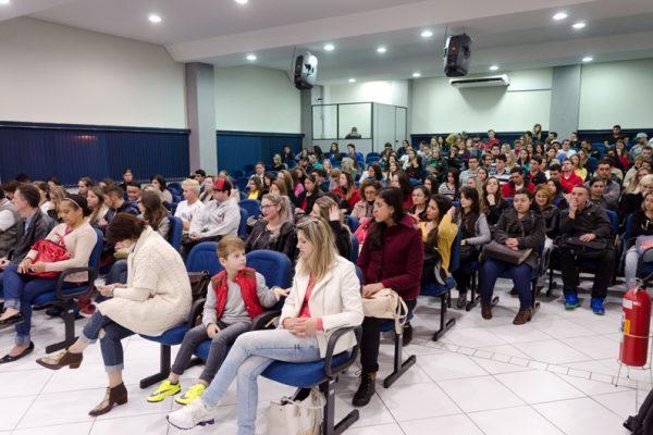 Novo semestre letivo se inicia na Guairacá com recepção aos calouros