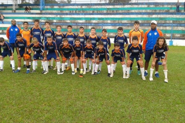Escola de Futebol/Futsal Guairacá participa do Guarapuavano de Futebol de Campo