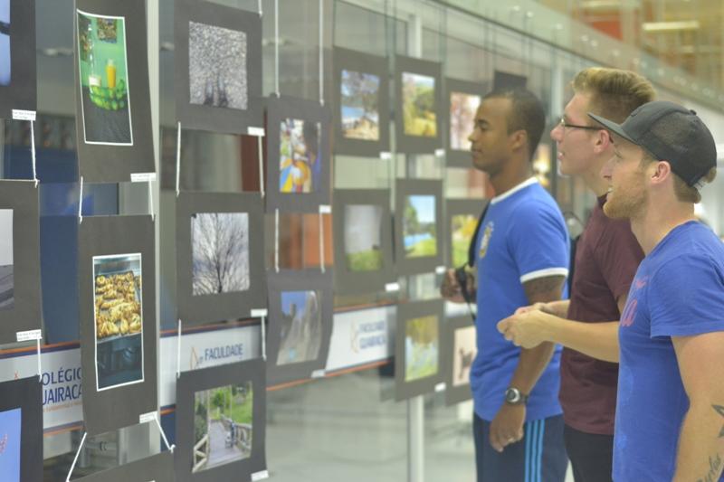 Faculdade Guairacá recebe exposição fotográfica sobre diversidade