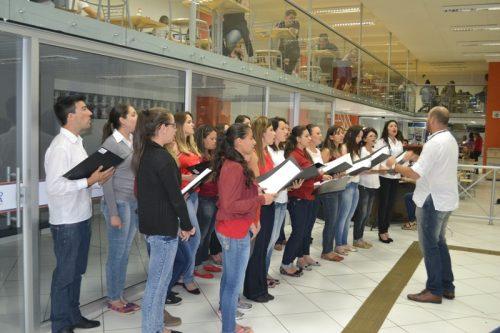 Coral da Faculdade Guairacá realiza apresentação especial de Natal