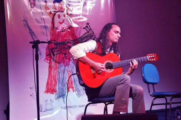 Concerto internacional encanta plateia na Faculdade Guairacá