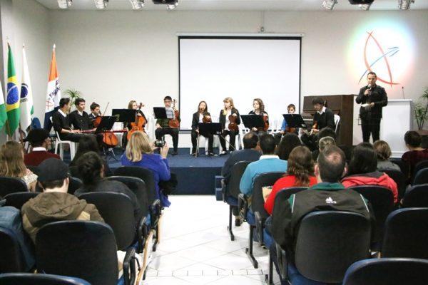 ConCertando a Física encanta plateia na Faculdade Guairacá
