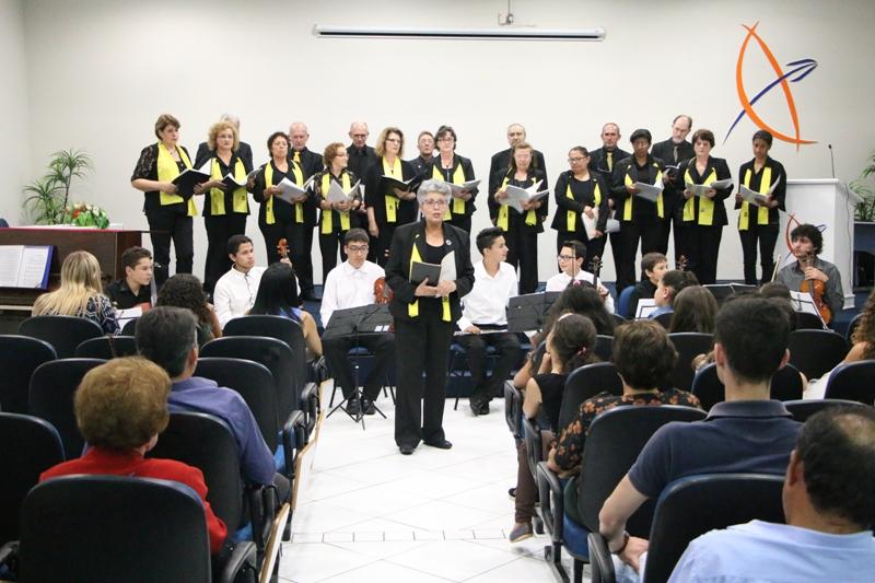 Musical encanta plateia na Faculdade Guairacá