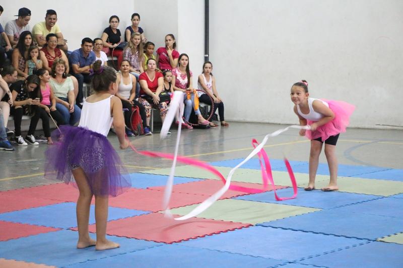 Festival de ginástica rítmica é atração na Guairacá