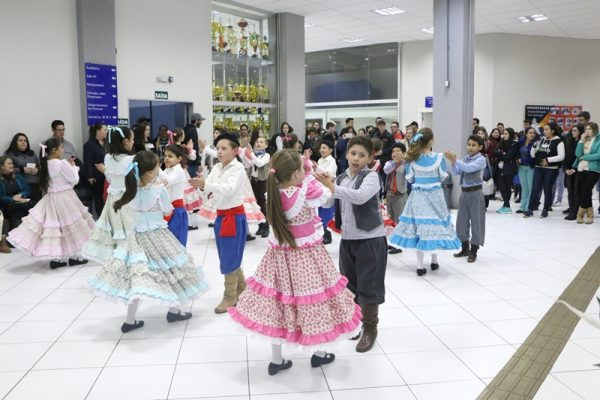 Encontro da Arte Folclórica: apresentações culturais marcam a semana na Guairacá