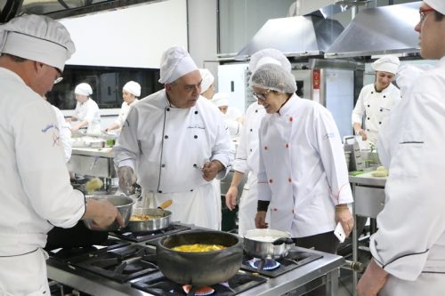 Encontro da Arte Folclórica: intercambistas ministram oficinas gastronômicas na Guairacá