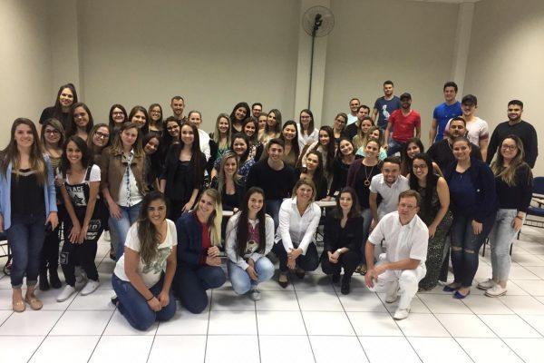 Acadêmicos de Odontologia da Guairacá recebem palestras com profissionais do mercado