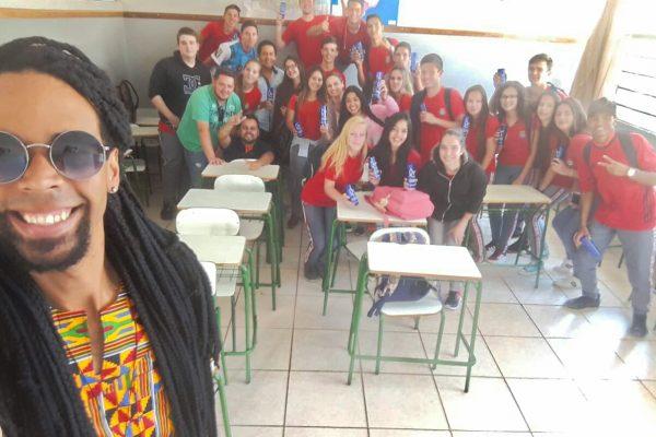 Dia da Consciência Negra: alunos do Colégio Dom Pedro I, de Pitanga, recebem palestra da Guairacá
