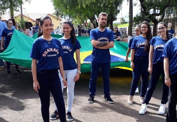 Faculdade Guairacá marca presença no desfile cívico dos 72 anos de Laranjeiras do Sul
