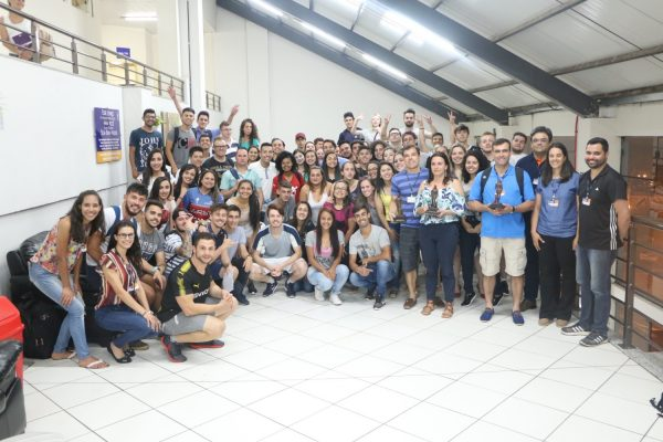 Professores do Colegiado de Educação Física da Faculdade Guairacá são homenageados