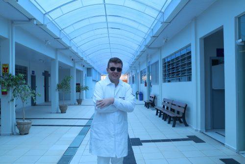 Jovem deficiente visual vence limitações e se forma em Fisioterapia na Guairacá