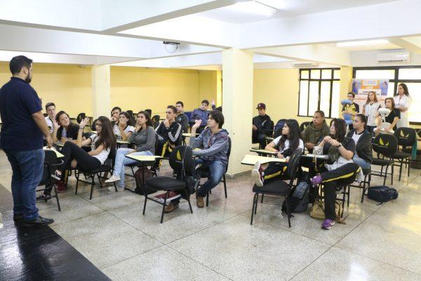 Guairacá em ação: Colegiado de Estética proporciona tarde especial no Colégio Fera