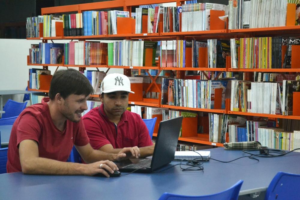 Empregado com ensino superior ganha o dobro de quem cursa o técnico, apontam pesquisas