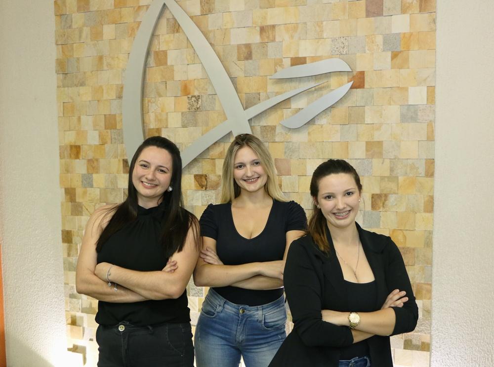 Encantadas pela mesma profissão, irmãs cursam Administração na Guairacá