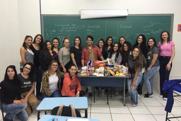 Trote solidário: Colegiado de Estética da Guairacá arrecada mantimentos para a ACPAC