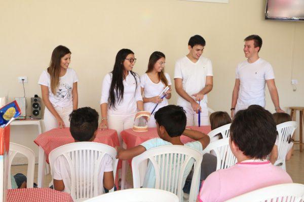 Acadêmicos da Guairacá proporcionam tarde festiva para crianças da Fundação Proteger