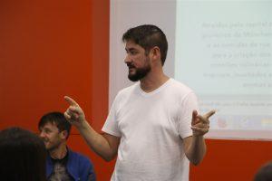 Empresário do ramo de pimentas artesanais palestra na Faculdade Guairacá