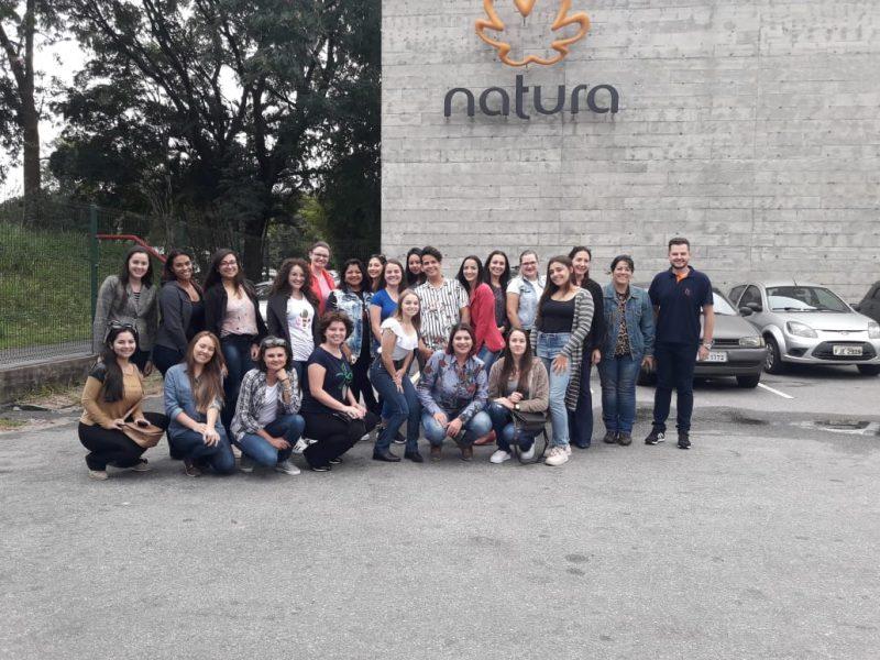Acadêmicos da Faculdade Guairacá fazem visita técnica à Fábrica da Natura