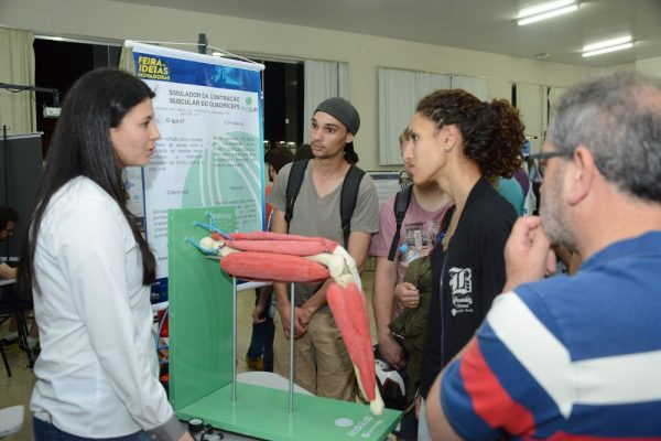 Acadêmica da Faculdade Guairacá registra patente de simulador de contração muscular