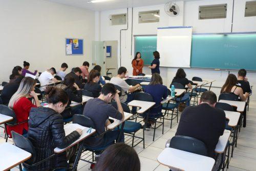 Vestibular na Faculdade Guairacá reúne centenas de candidatos