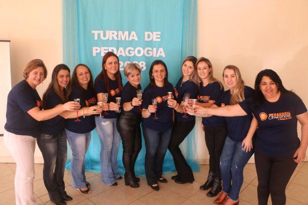 Primeira turma de Pedagogia da Faculdade Guairacá tem reencontro