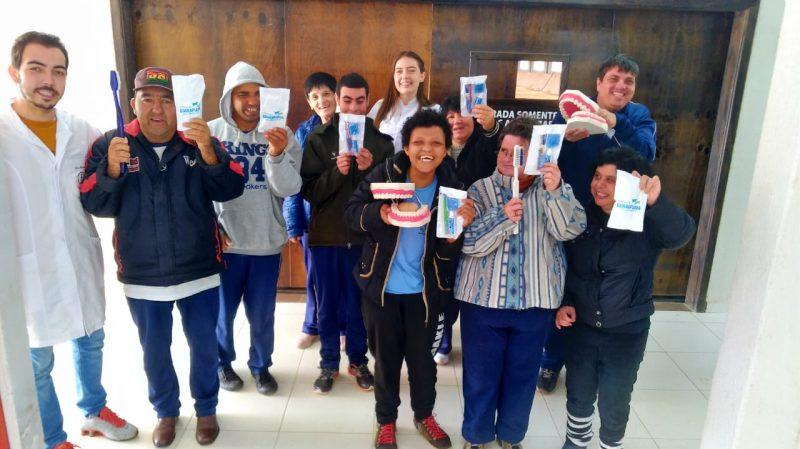 Odontologia da Guairacá desenvolve campanha de saúde bucal na Apae Rural
