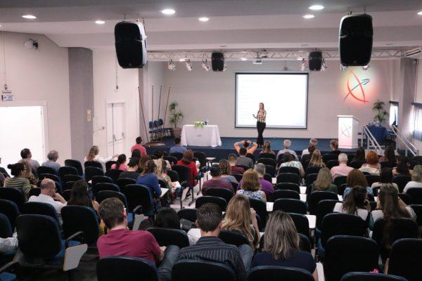 Curso na Faculdade Guairacá capacita para atendimento a pacientes oncológicos