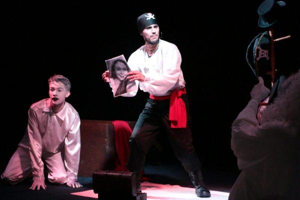 Peça teatral 'Pluft: o fantasminha', apresentado pelo Grupo Spatium, foi atração na Guairacá