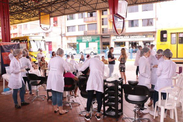 Projeto Integrador de Estética da Guairacá leva atendimento e informação à população